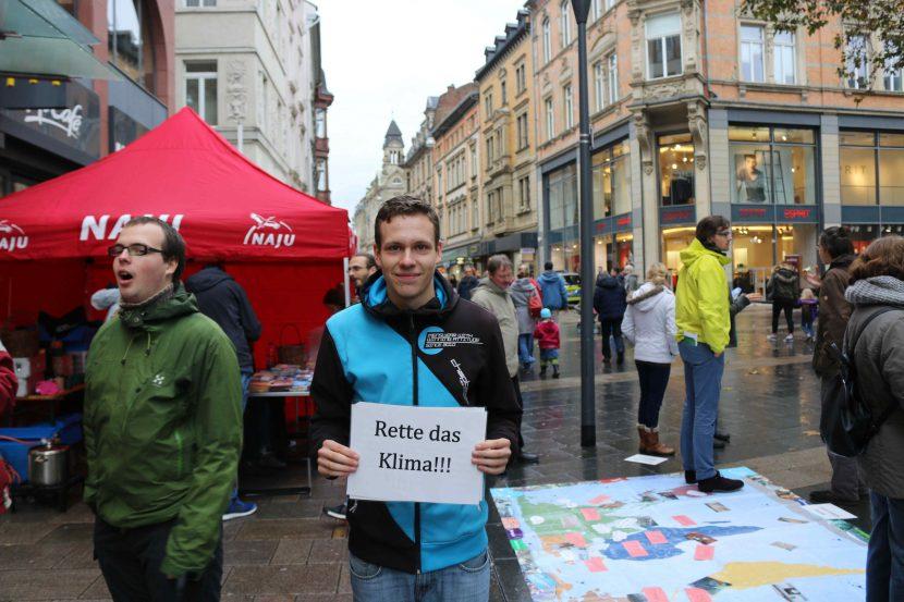 Straßenaktion in der Gießner Innenstadt zum Klimaschutz