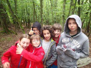 ein kleines Rollenspiel Team im Wald