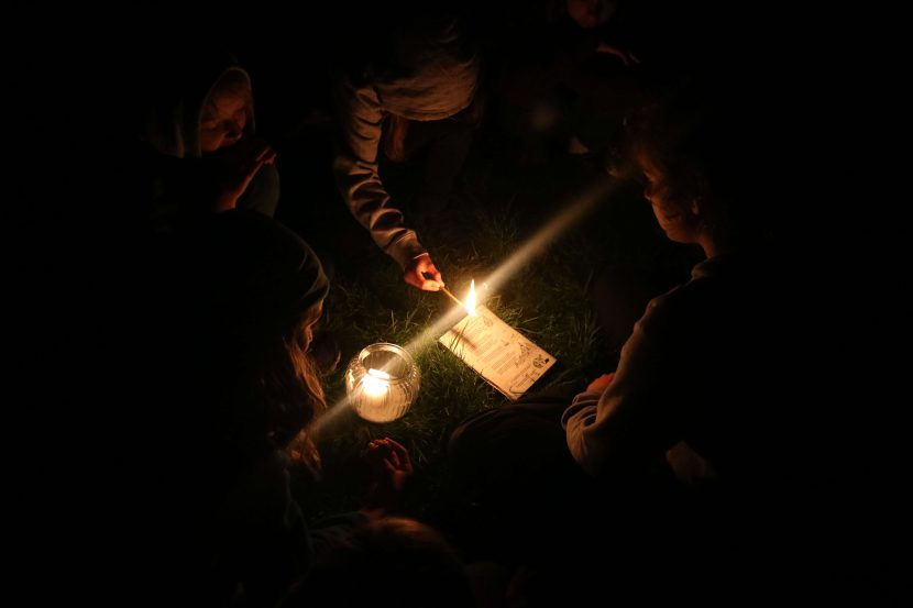 Geschichte lesen bei Kerzenschein